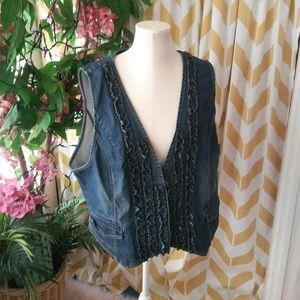 Chicos Size 4 Ladies Blue Denim Ruffle Front vest